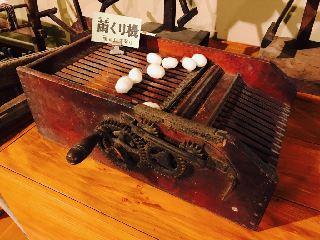 Spinning silkworm cocoons-Every house has this for silk 2017/5/9
